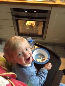 Gourmet Zwerg: Da freut sich einer! (Okay, in diesem Bild auf einen Kuchen, aber auch die Knödel wurden bejubelt).