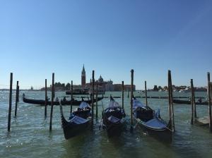 San Giorgio Maggiore hat den Campanile mit dem schöneren Blick und der kürzeren Schlange.