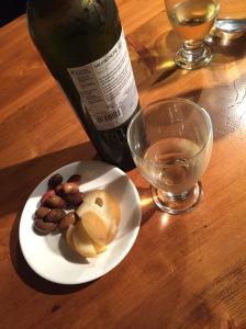 Oliven und geräucherter Scamorza zum Dessert.